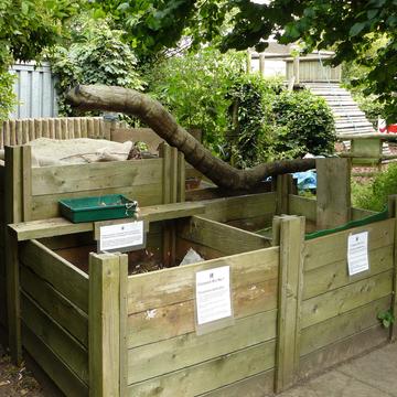 Boites à compost dans parc urbain
