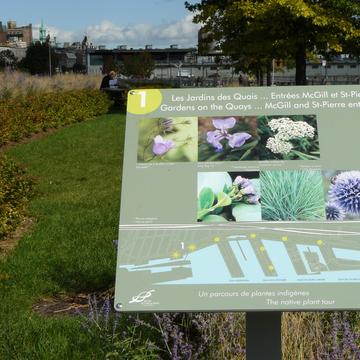 Panneau d'information sur la biodiversité à Montréal